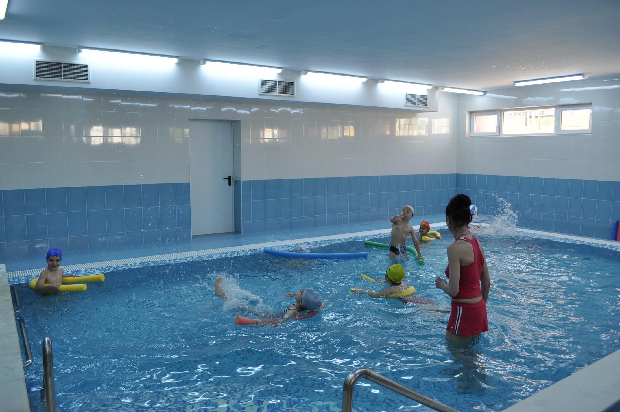 деца басейн